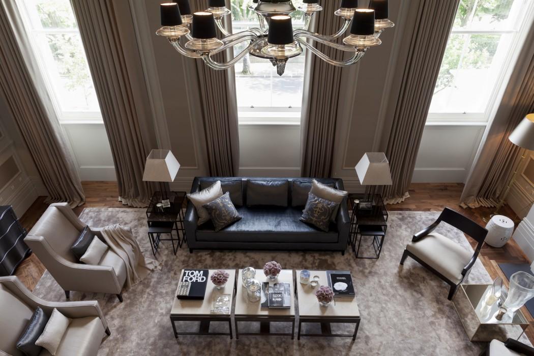 Как создать стильный интерьер в комнате с высокими потолками: 7 советов, 35 идей