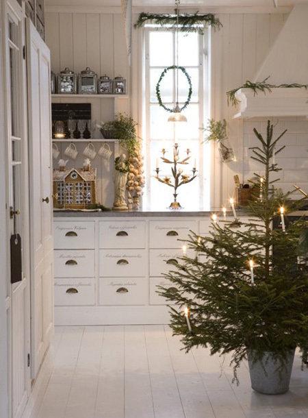 Как создать дома новогоднее настроение: 8 ярких идей декора
