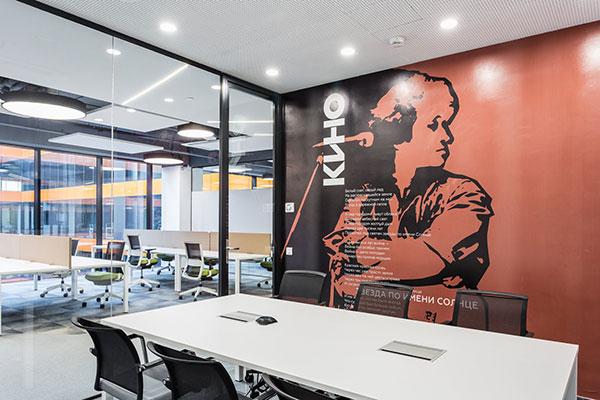 Город в городе: стильные интерьеры нового офиса Сбербанка в Москве