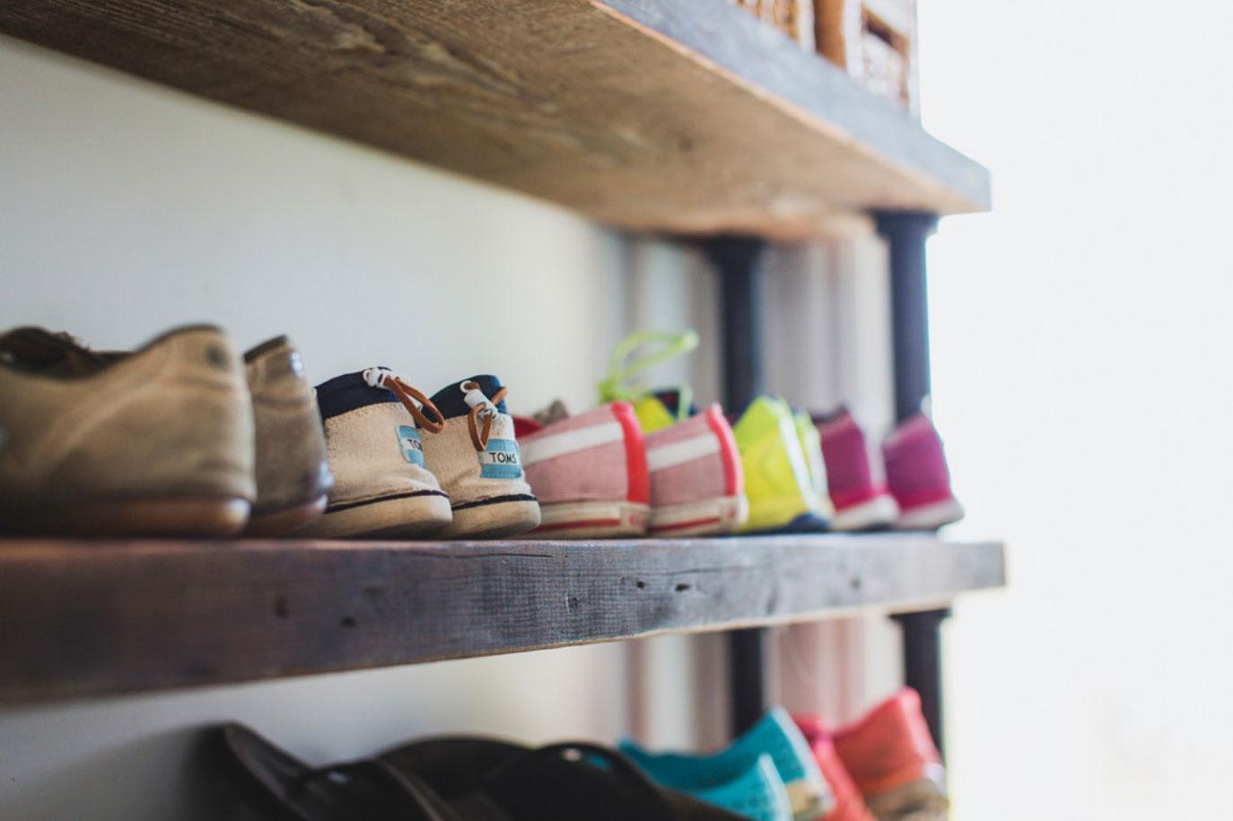 Лучший способ организовать все ваши модные сапоги и туфли