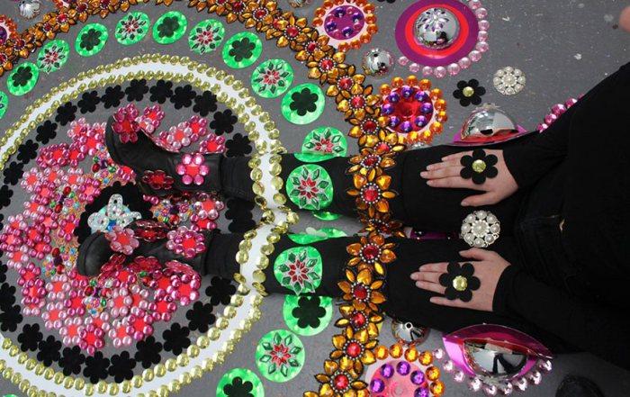 Ковры из кристаллов в инсталляциях художницы из Нидерландов Сьюзан Драммен