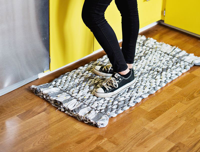 Плетёный коврик из старых простыней своими руками за 7 простых шагов