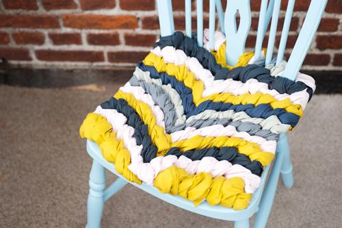 Как сделать декоративную подушку на стул без швейной машинки и шитья