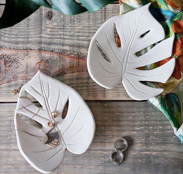 Декоративные тарелки в форме листьев монстеры своими руками