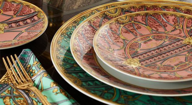 Versace запускает коллекцию посуды с уникальным дизайном