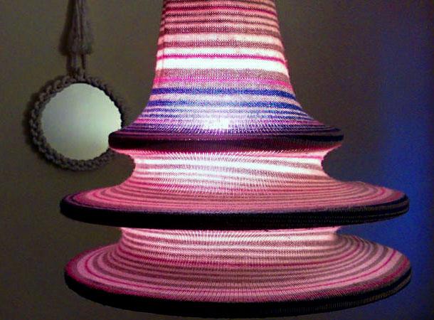 Как превратить старый свитер в стильный потолочный светильник
