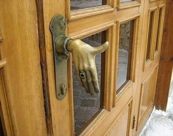 Нестандартное решение для дверной ручки