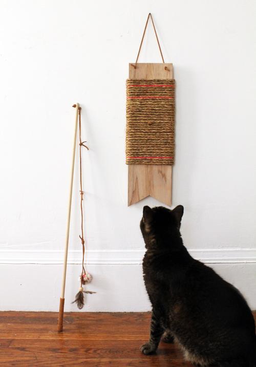 Стильная когтеточка для кошек и украшения интерьера