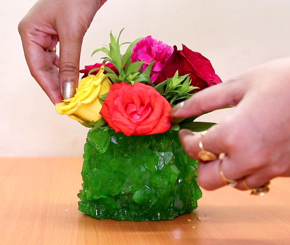 Фантастическая ваза из изумрудных кристаллов своими руками