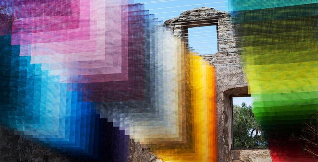Руины на греческом острове дополнили пиксельной инсталляцией (фото, видео)
