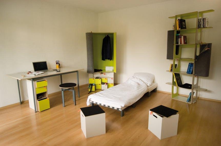 Как поместить всю мебель из спальни, включая кровать, в одну маленькую коробку