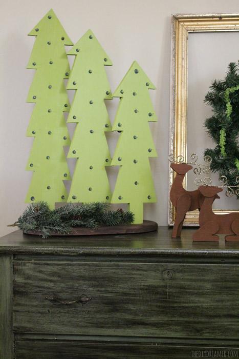 Деревянные новогодние ёлочки в стиле рустик с лампочками своими руками