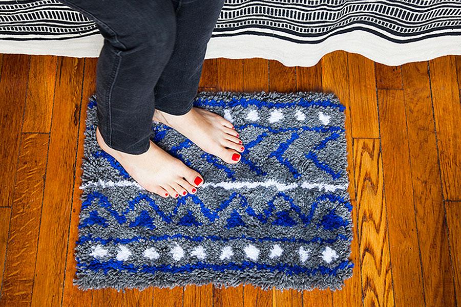 Уютный прикроватный коврик из шерстяных ниток своими руками
