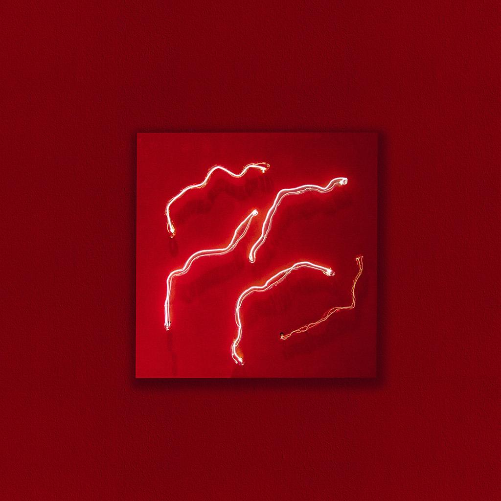 Studio Swine создали световые интерьерные объекты из плазмы и тумана