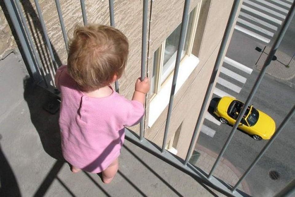 Как обезопасить балкон для ребенка?