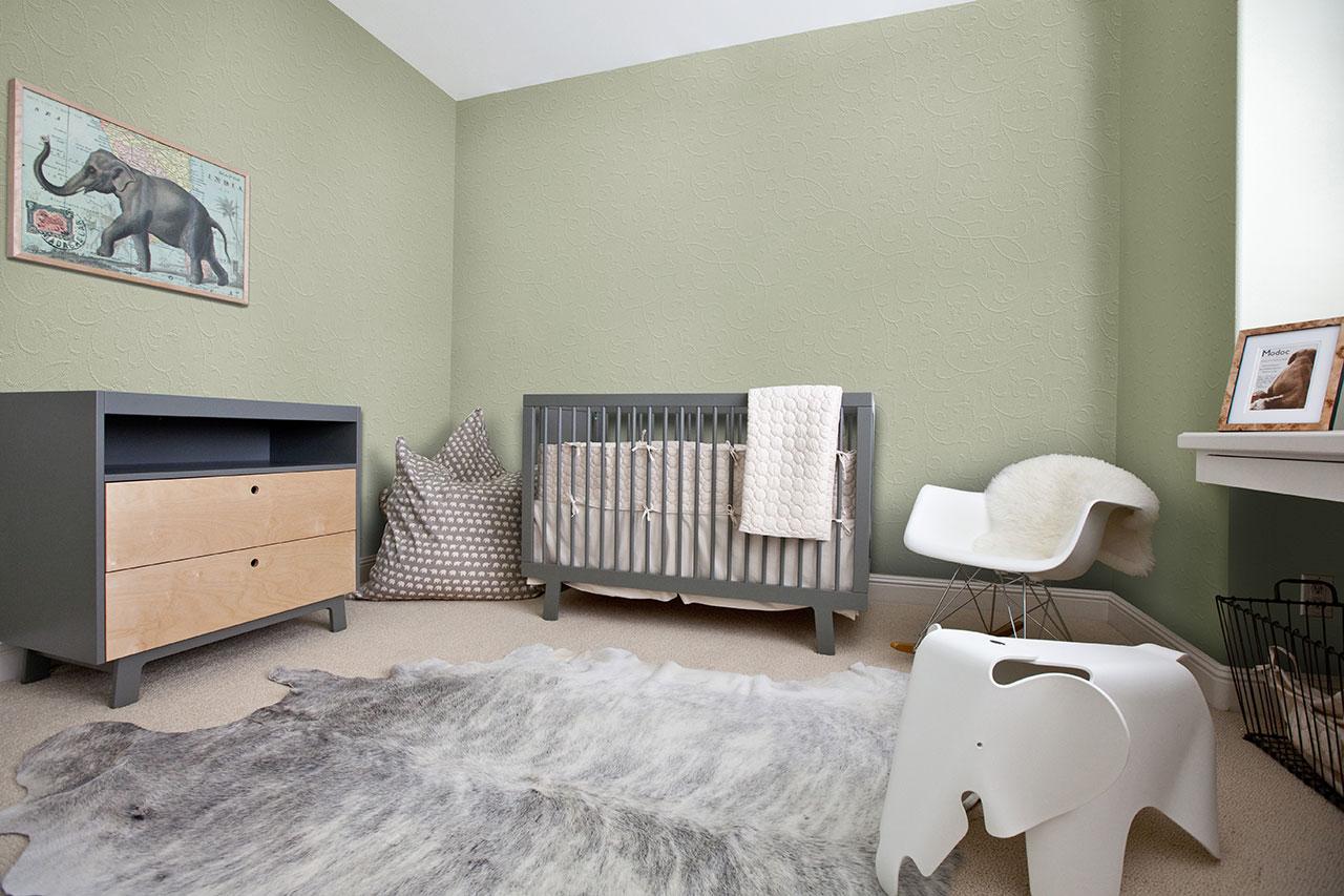 Какой потолок лучше сделать в детской комнате с низкими потолками?