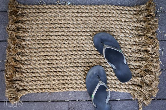 Очаровательный придверный коврик из скучной верёвки своими руками