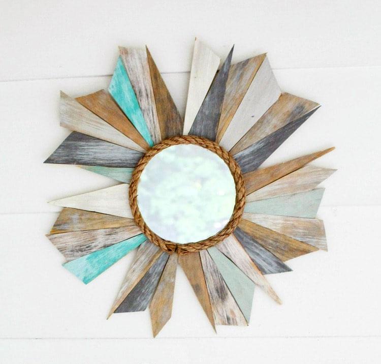Стильное зеркало-солнце из обрезков ламината своими руками