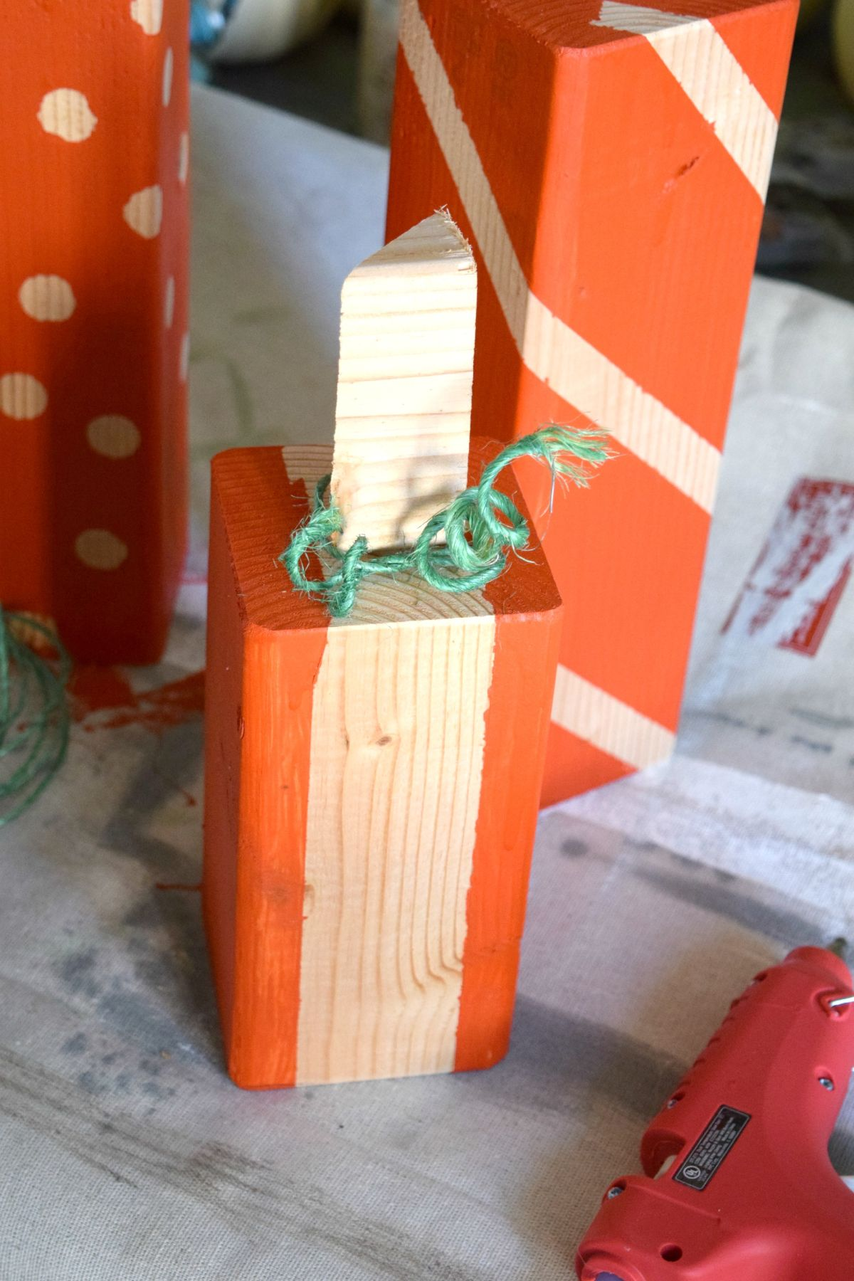Тыквы из деревянных брусков: традиционный осенний декор в очень необычной форме
