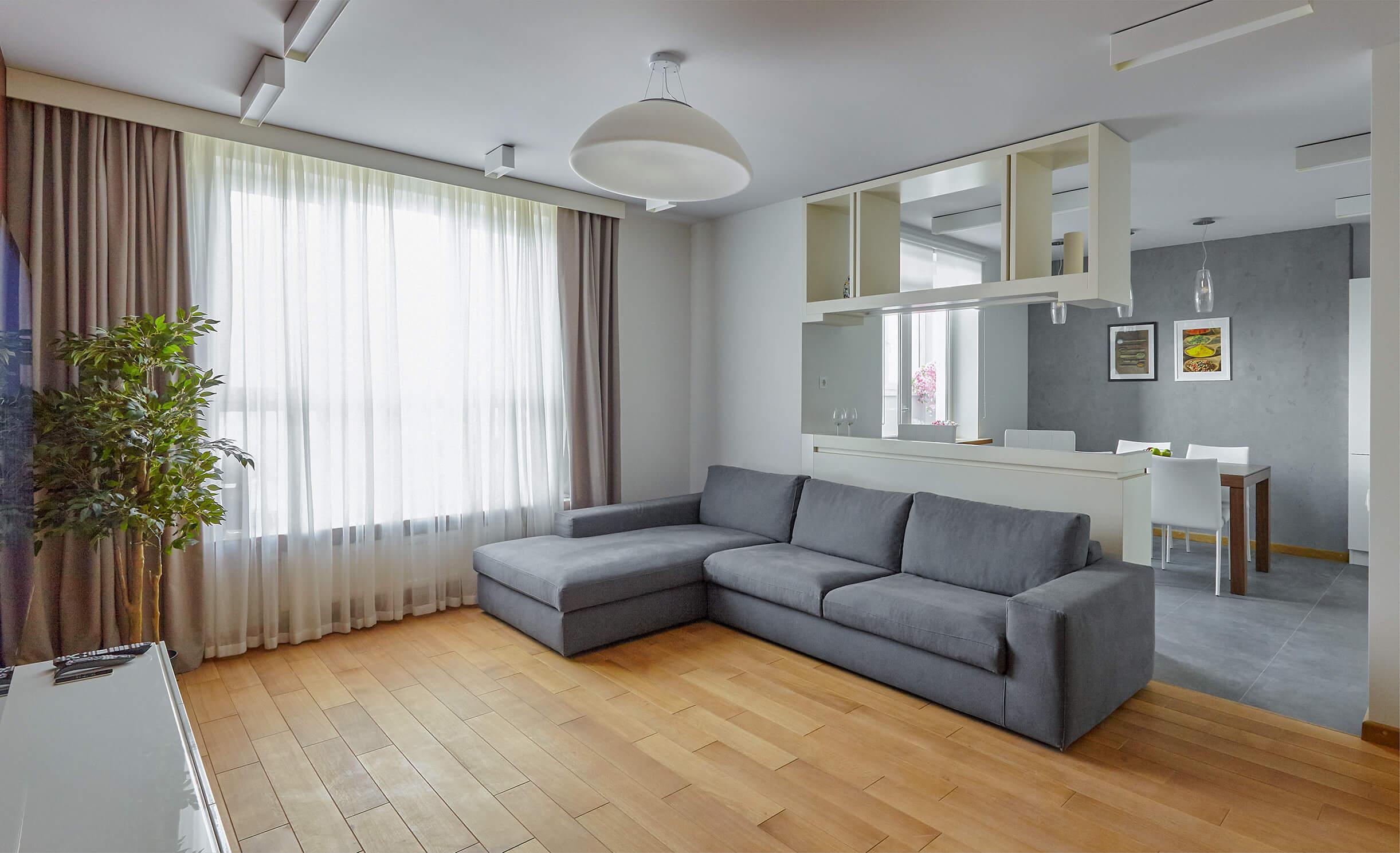 Контрастный интерьер квартиры в Нижнем Новгороде без лишних деталей