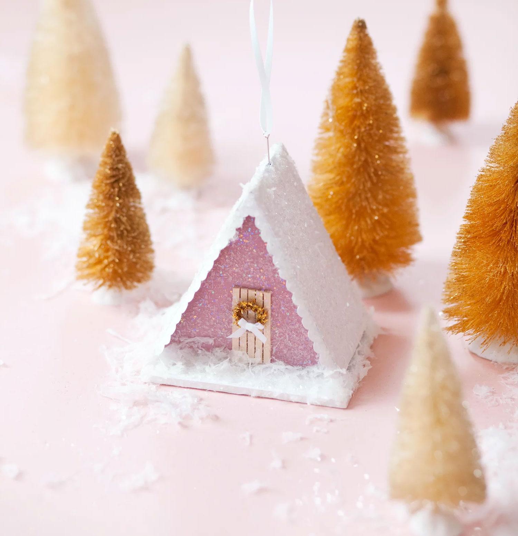 Ёлочная игрушка своими руками: волшебный домик в снегу