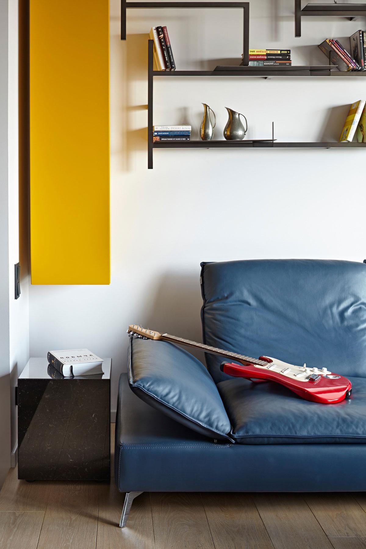 Яркий интерьер небольшой квартиры для молодой семьи