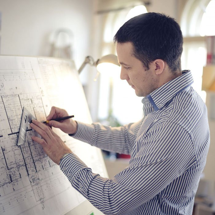 «Когда стоишь рядом, легче доходит»: архитекторы — о работе «на удалёнке»