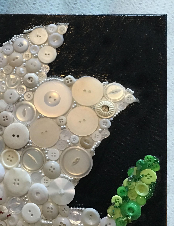 Лилия из пуговиц: потрясающее настенное панно с нежным цветком своими руками