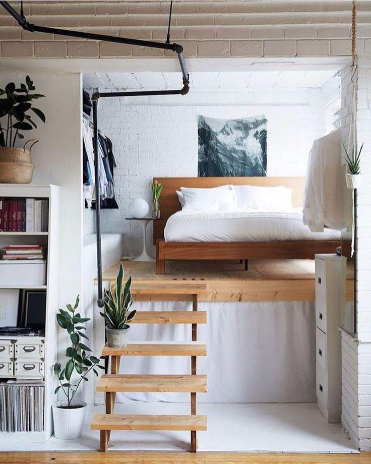 Как обустроить спальню, если нет места: 6 дизайнерских идей из реальных проектов