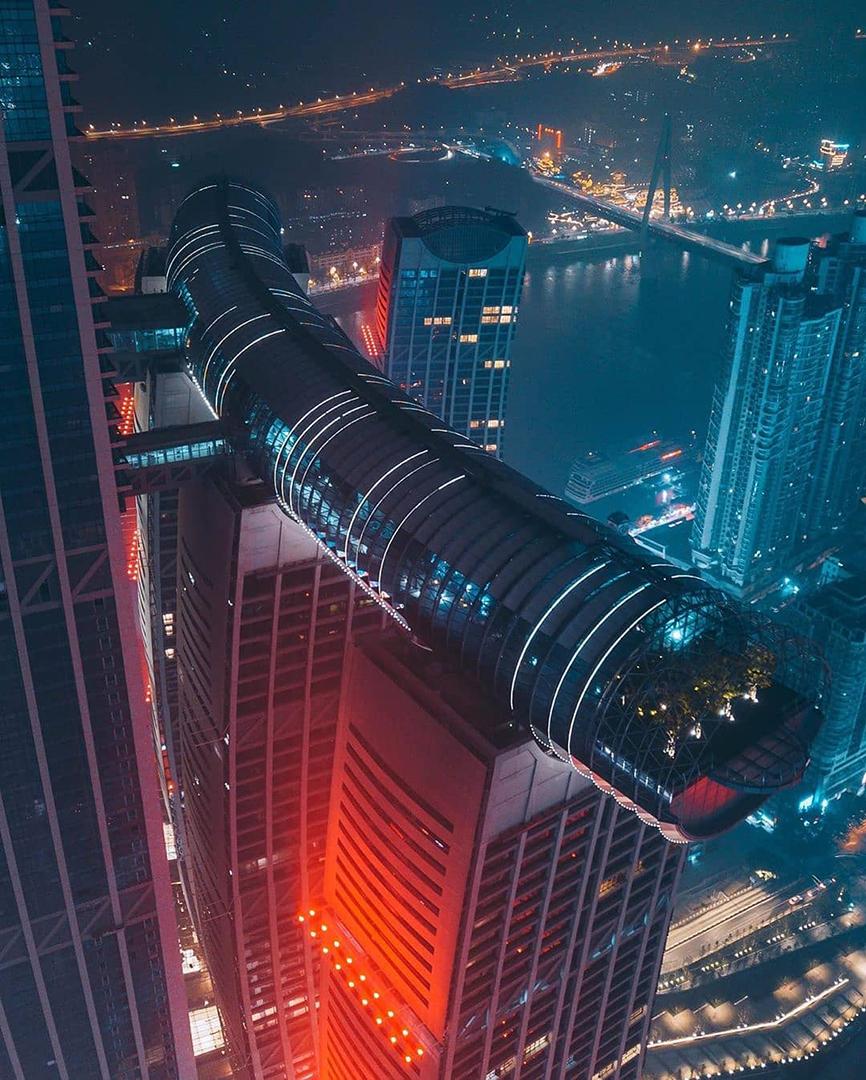 В Китае открыли 300-метровый горизонтальный небоскрёб