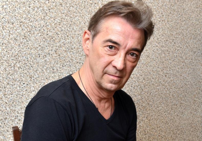 Как живёт знаменитый Митяй из «Сватов»: квартира актёра Николая Добрынина