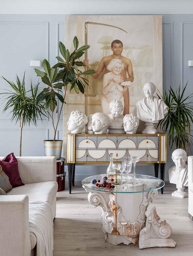 Артистичный интерьер в современном стиле с предметами искусства