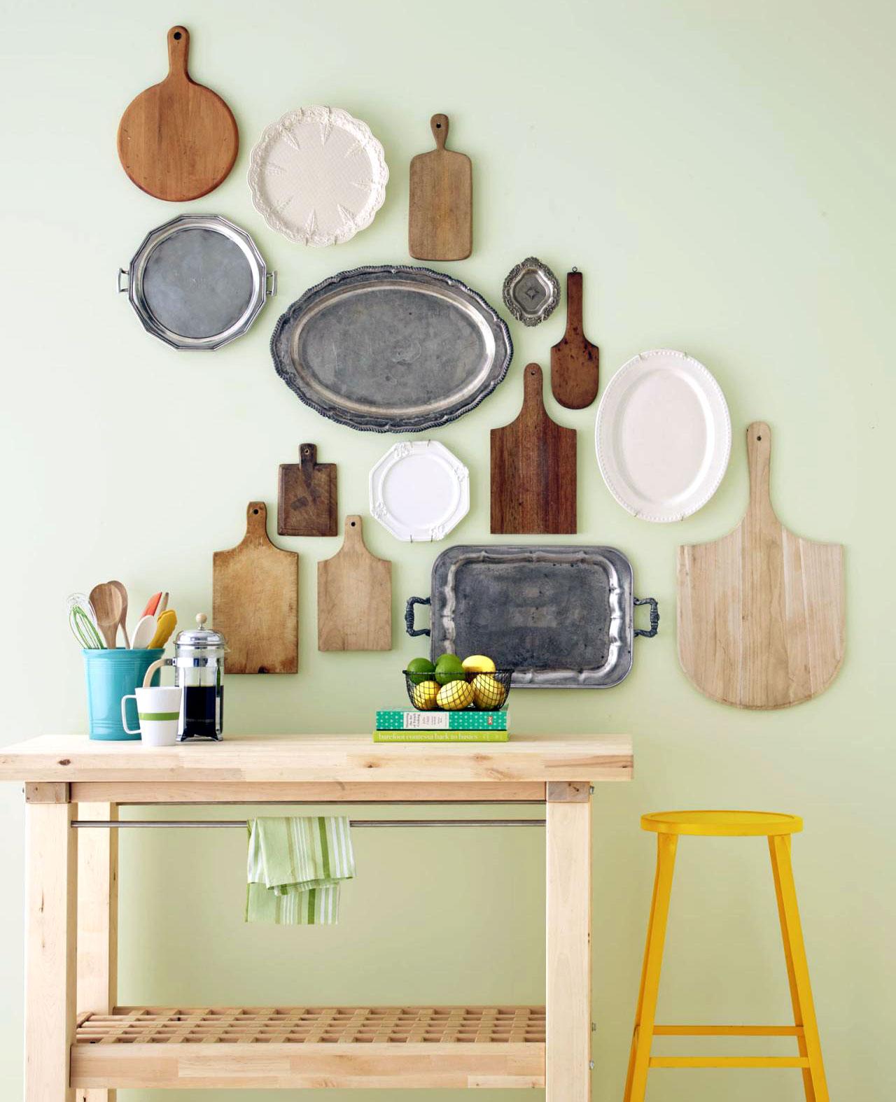 Как оформить пустую стену на кухне: 10 простых дизайнерских решений
