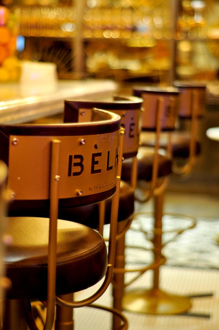 Стильный, вечно зелёный, яркий и незабываемый дизайн интерьера ресторана в Перми