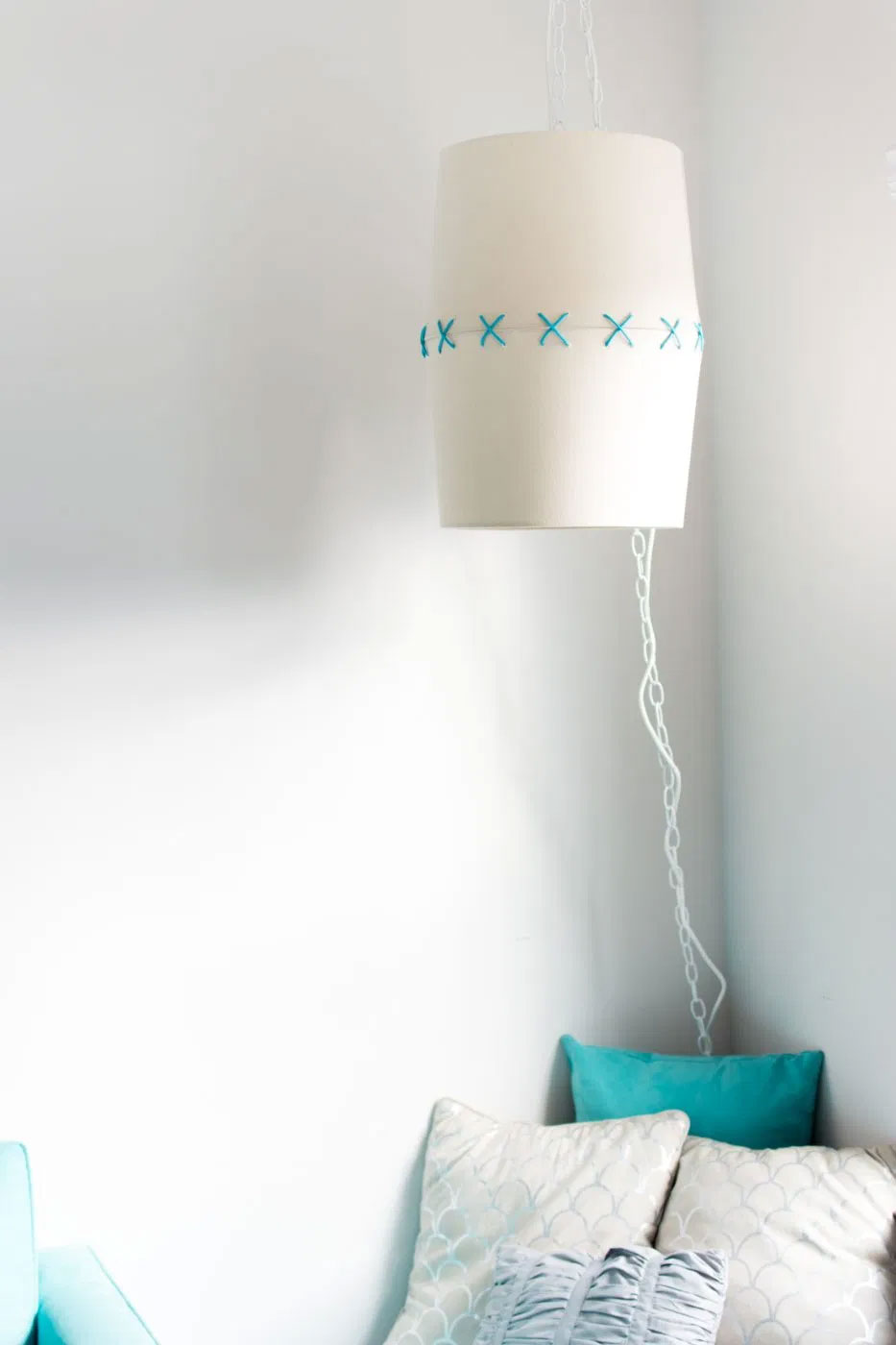 Стильный дизайнерский светильник из двух старых абажуров своими руками
