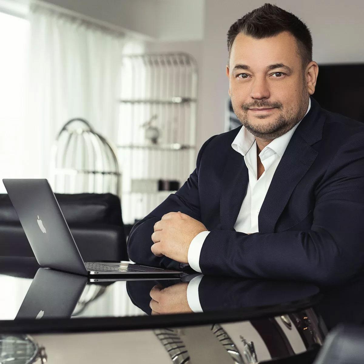 Новая квартира лидера группы «Руки вверх!» Сергея Жукова и его большой семьи