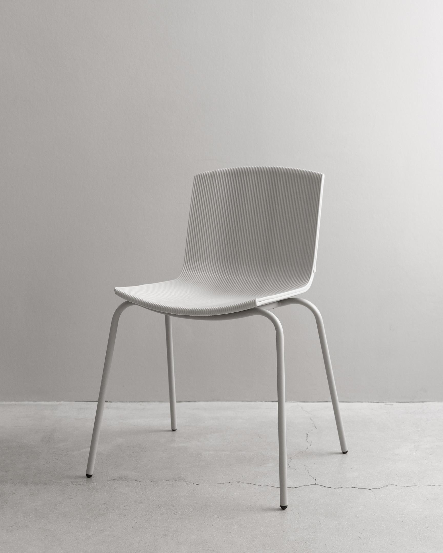 С заботой об экологии: российский бренд Delo Design представил стул из переработанного пластика