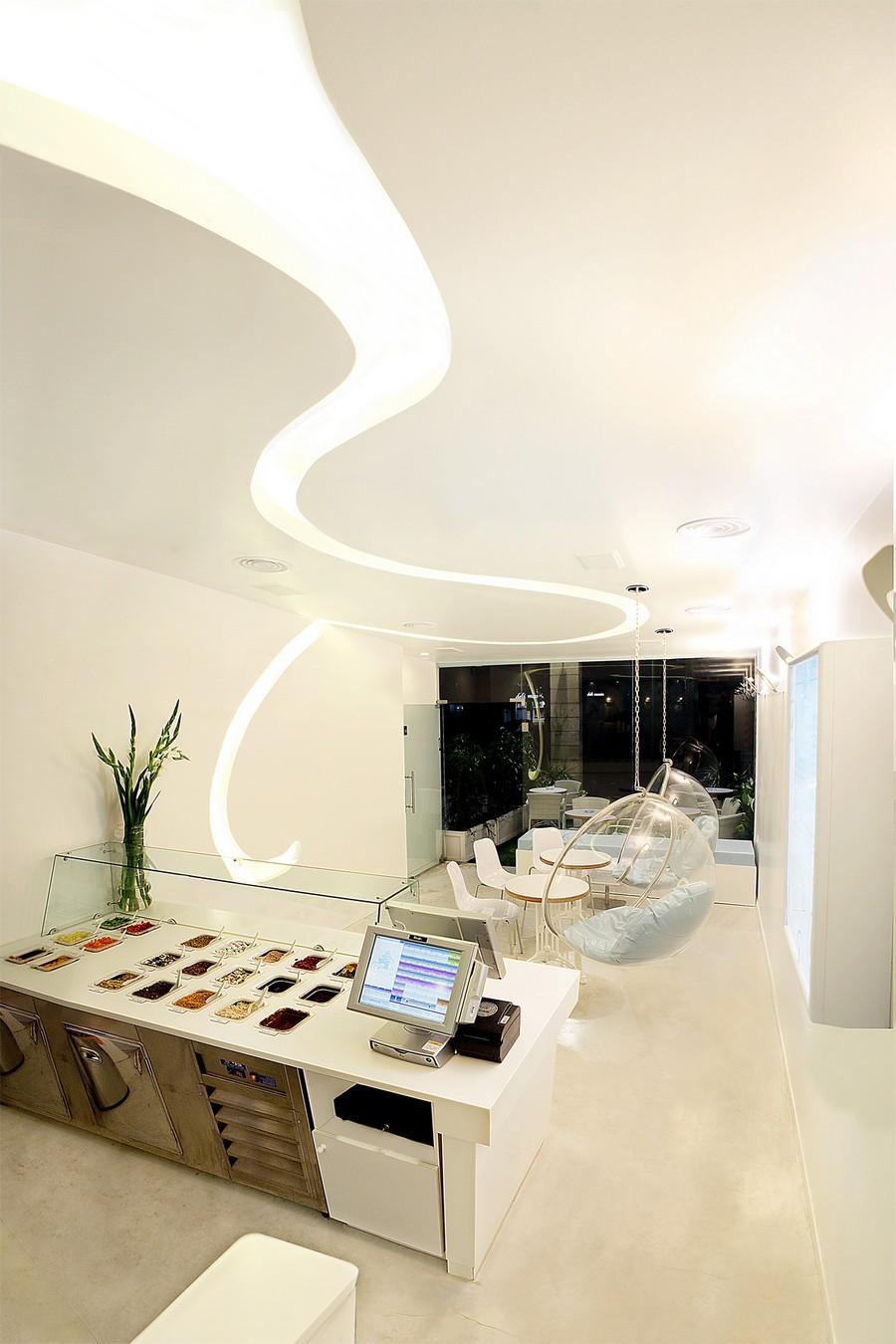 Визуальные приемы расширения пространства в дизайне нового йогурт-бара в Израиле