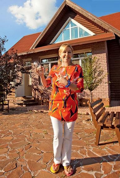 Арина Шарапова рассказала о своей даче в Подмосковье, сгоревшей бане и сложностях выбора интерьера