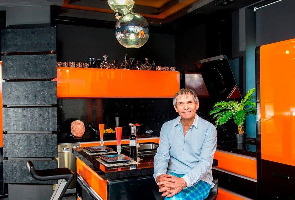 Яркая и просторная квартира в стиле фьюжн для Бари Алибасова