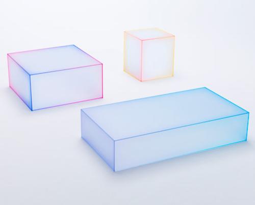 Дизайн студия «Nendo» представила серию стеклянных столов на выставке мебели в Милане