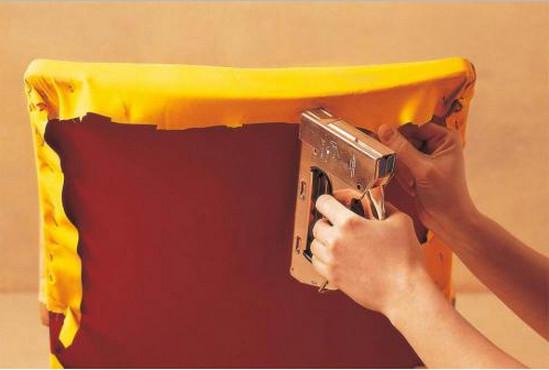 Как обновить мягкую мебель своими руками