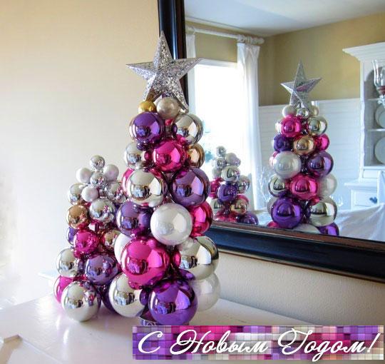 Новогодний топиарий из ёлочных шаров