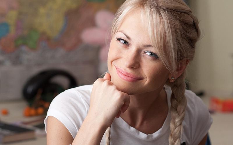 Звезда сериала «Универ» Анна Хилькевич строит огромный загородный дом