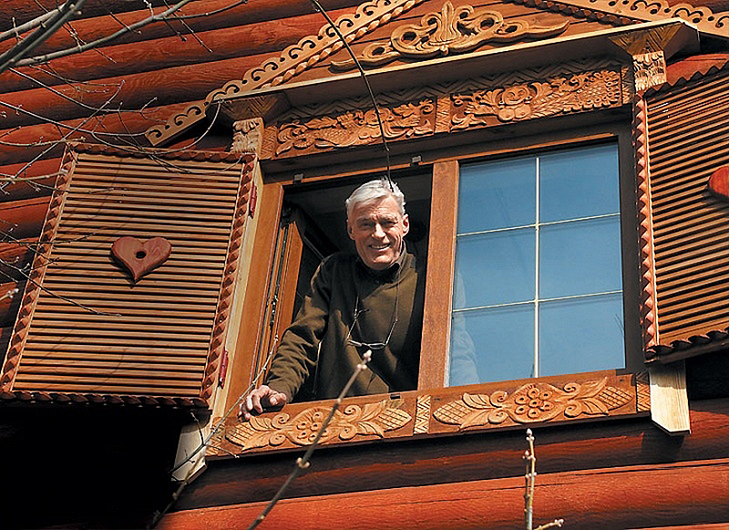 Загородный дом Бориса Щербакова – сказочная изба «без единого гвоздя»!
