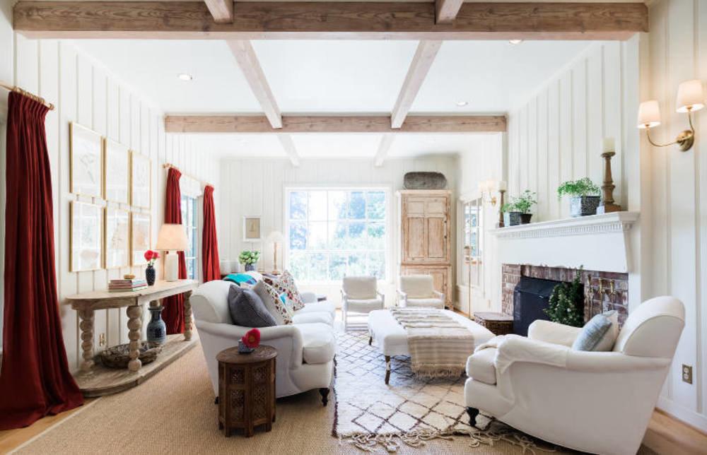 Как добавить уюта загородному дому: 8 свежих идей от дизайнеров по интерьерам